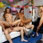 Cumlouder_Fakings_Torbe_Fotos_Porno_Coral_Joice_Fiesta_Culos_Tatuajes_Sexo_anal_Morenas_Rubias_05.jpg